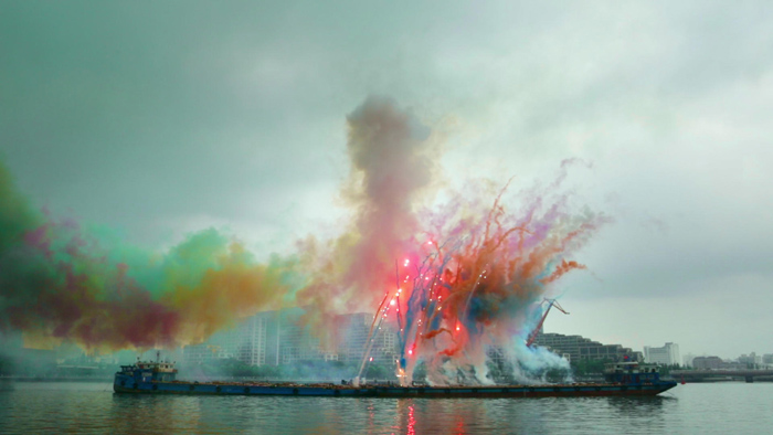 sky-ladder-the-art-of-cai-guo-qiang_filmcourage-com_post_6