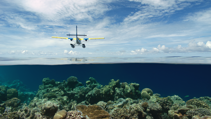airplanes_maldives_seaplane_flyover_4k